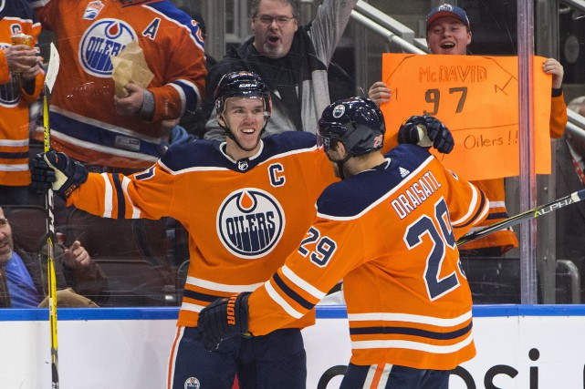 Connor McDavid (97) a récolté huit points à ses... (PHOTO Jason Franson, LA PRESSE CANADIENNE)