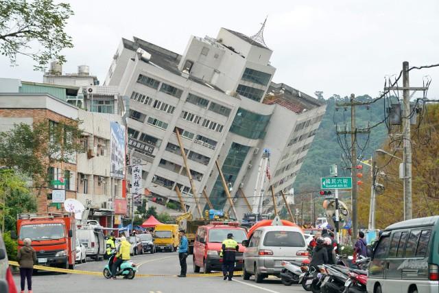 Les pompiers ont indiqué que six personnes avaient... (PHOTO AFP)