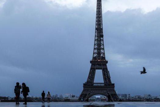 La tour Eiffel est l'un des attraits les... (Photo LudovicMarin, archives Agence France-Presse)
