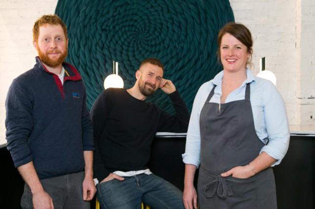 Le trio derrière Elena: Marley Sniatowsky, Ryan Gray... (Photo Martin Tremblay, La Presse)