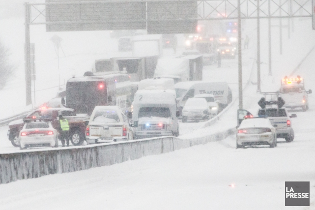 Un carambolage impliquant une cinquantaine de véhicules est... (Photo Martin Tremblay, La Presse)