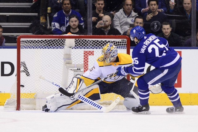 James van Riemsdyk (25)... (Photo Frank Gunn, La Presse canadienne)