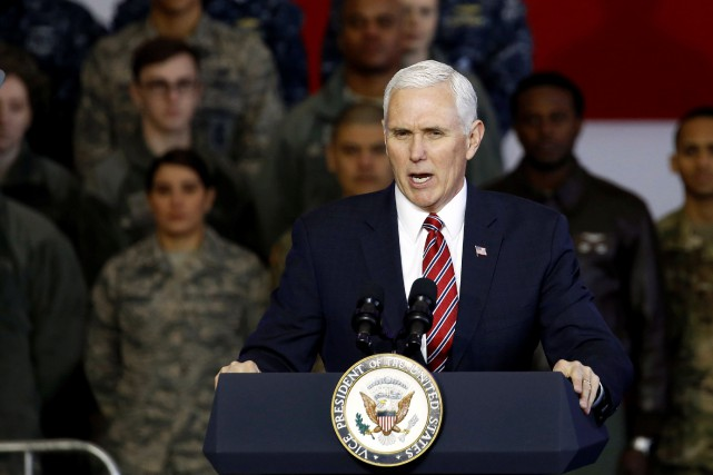 Le vice-président Mike Pence devant les soldats rassemblés... (Photo Toru Hanai , REUTERS)