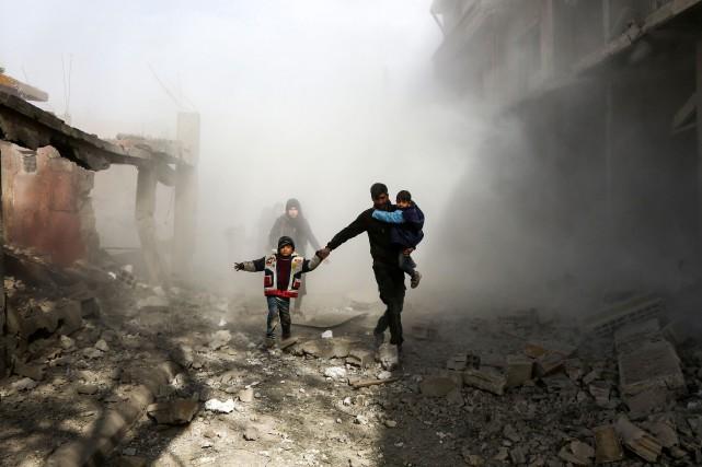 Il s'agit du quatrième jour de bombardements aériens... (AFP)