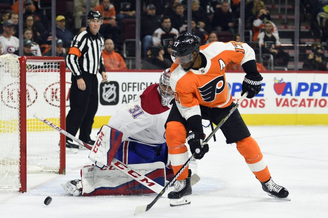 Wayne Simmonds devant Carey Price... (Photo Derik Hamilton, AP)