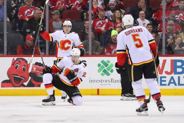 Sean Monahan (23) célèbre son but.... (Photo Ed Mulholland, USA TODAY Sports)