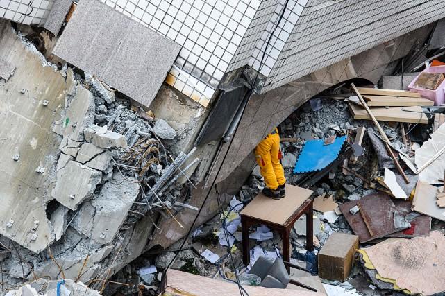Les corps des deux Canadiens ont été retrouvés... (PHOTO ANTHONY WALLACE, AGENCE FRANCE-PRESSE)