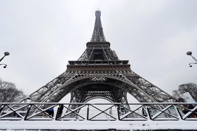 «L'importante masse de neige qui recouvre la Dame... (PHOTO GONZALO FUENTES, REUTERS)