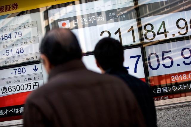 À la clôture, le Nikkei des 225valeurs vedettes... (PHOTO BEHROUZ MEHRI, AGENCE FRANCE-PRESSE)