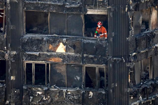 L'incendie de la tour Grenfell, survenu le 14juin2017,... (PHOTO TOLGA AKMEN, ARCHIVES AFP)