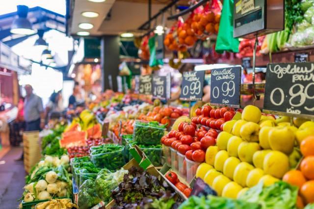 Étals de fruits et légumes au célèbre marché... (Photo Thinkstock)