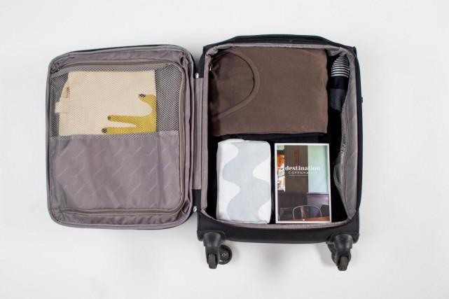 Choisissez une valise légère aux dimensions acceptées par... (PHOTO MARTIN TREMBLAY, LA PRESSE)