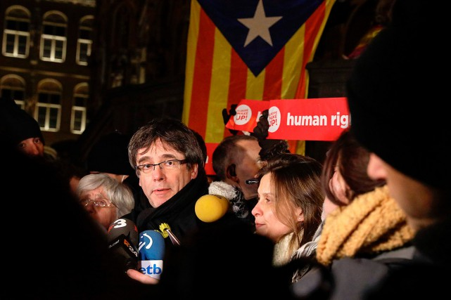 Carles Puigdemont a été destitué le 27 octobre quand le... (PHOTO THIERRY ROGE, ARCHIVES AFP/BELGA)