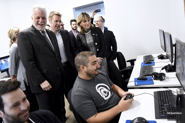 Le premier ministre Philippe Couillard a assisté à... (PHOTO MARIANE L. ST-GELAIS, LE QUOTIDIEN)