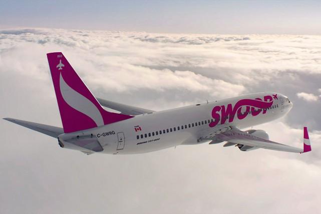 Le premier avion rose et blanc de la... (PHOTO LA PRESSE CANADIENNE/WESTJET)