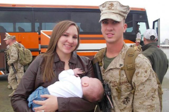 À son retour d'Afghanistan, Stephen Mader pose aux... (PHOTO FOURNIE PAR L'ACLU)