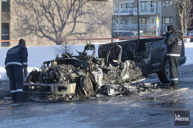 Le véhicule est une perte totale. Les restes... (Patrick Sanfaçon, La Presse)