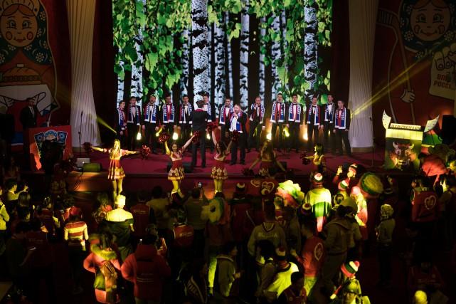 Des chanteurs russes sur scène lors de l'inauguration... (Photo Felipe Dana, AP)