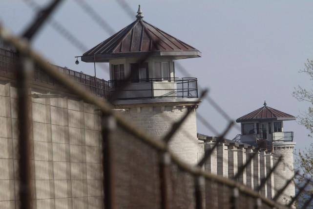 Les Noirs constituent 8,6% des personnes détenues dans... (Photo Lars Hagberg, La Presse canadienne)