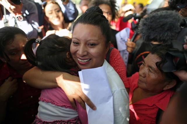 Teodora del Carmen Vasquez (au centre en blanc)... (Photo Jose Cabezas, REUTERS)