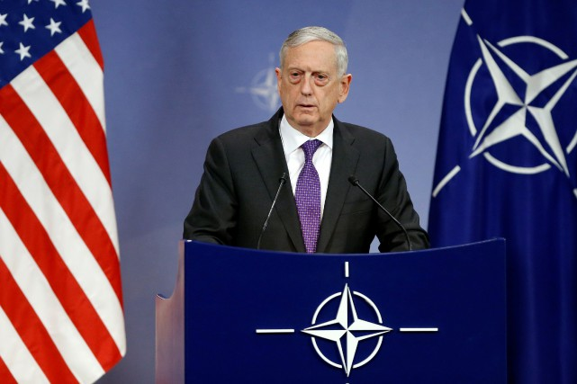 Le secrétaire à la Défense Jim Mattis se... (Photo Francois Lenoir, archives REUTERS)