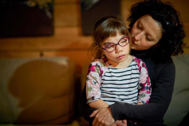 Camille Larouche, 13 ans, souffre de nombreux handicaps... (PHOTO ANDRÉ PICHETTE, LA PRESSE)