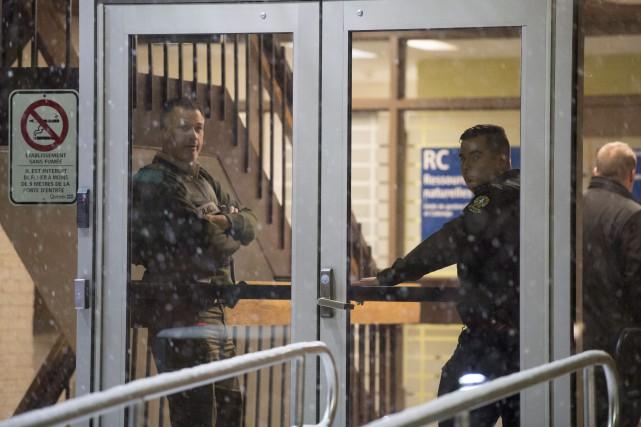 Les constables spéciaux présents dans les Palais de... (Photo Justin Tang, La Presse canadienne)