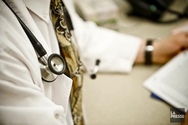 Selon une étude, 55 % des médecins résidents... (PHOTOTHÈQUE LA PRESSE)