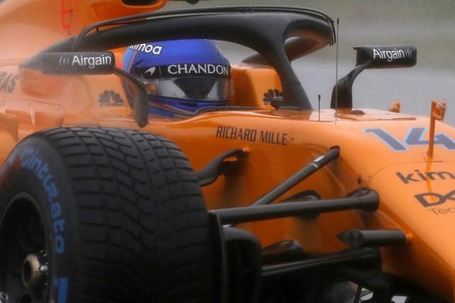 L'Espagnol Fernando Alonso pilote sa McLaren sous la... (photo : AP)