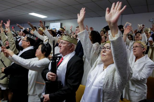Mercredi, les fidèles de l'Église du sanctuaire ont... (PHOTO REUTERS)