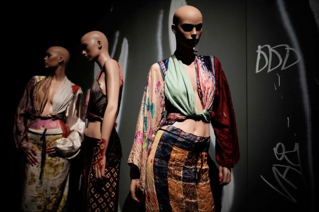Quelques-unes des créations du designer Martin Margiela présentées... (Photo AFP)