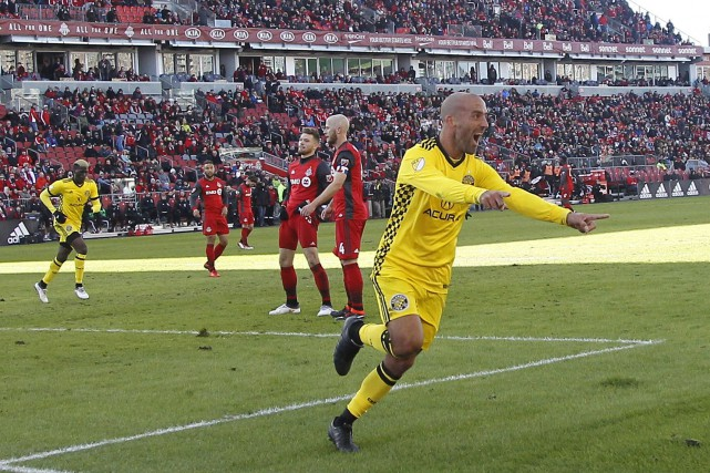 Federico Higuain (10) a inscrit le premier but... (Photo John E. Sokolowski, USA TODAY Sports)