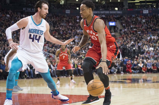 DeMar DeRozan et Frank Kaminsky III... (USA TODAY Sports)