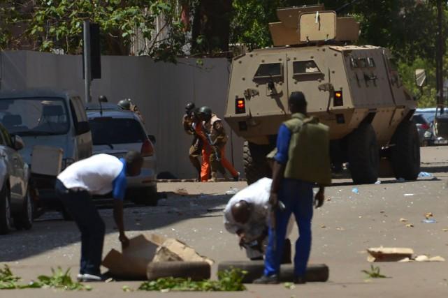 Les enquêteurs de la police scientifique «travaillent 24... (Photo Ahmed Ouoba, Agence France-Presse)