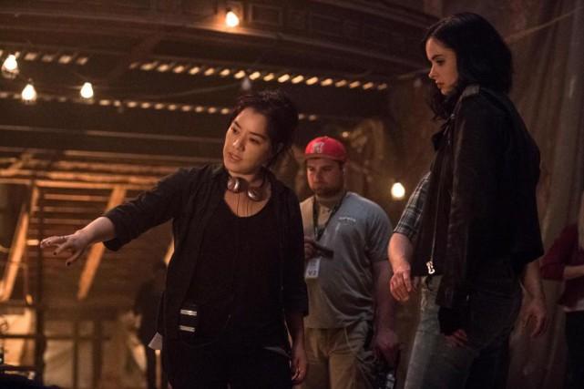 La réalisatrice Deborah Chow et l'actrice Krysten Ritter... (PhotoDavid Giesbrecht, fournie par Netflix)