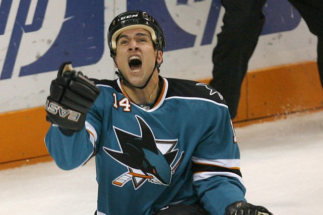 Jonathan Cheechoo a disputé 501 rencontres dans la LNH... (Photo Tony Avelar, archives AP)