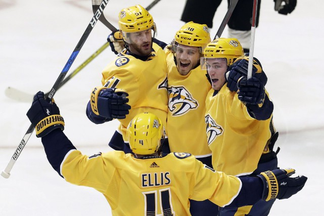 Ryan Hartman (38), Ryan Ellis (4), Austin Watson... (Photo Mark Humphrey, AP)