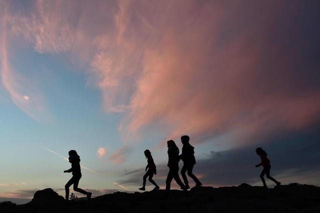 Des touristes à Athènes.... (Photo LOUISA GOULIAMAKI, Agence France-Presse)