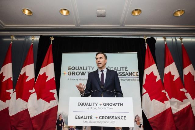 Bill Morneau... (Photo Christopher Katsarov, La Presse canadienne)