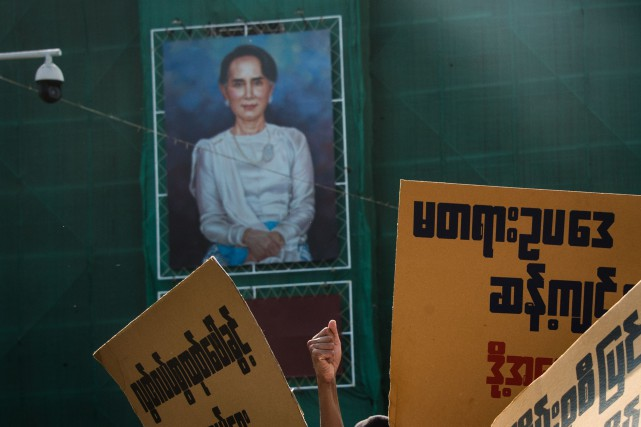 Aung San Suu Kyi a reçu en 2012... (PHOTO AFP)