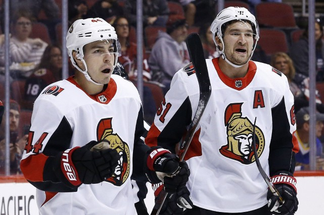 Jean-Gabriel Pageau et Mark Stone célèbrent un but... (PHOTO AP)