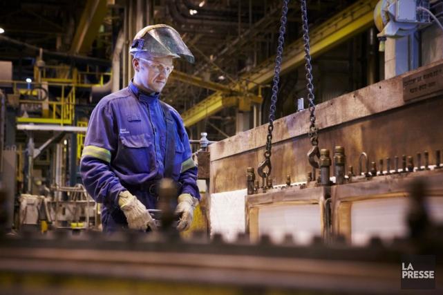 Un employé dans l'aluminerie de Rio Tinto à... (ARCHIVES LA PRESSE)