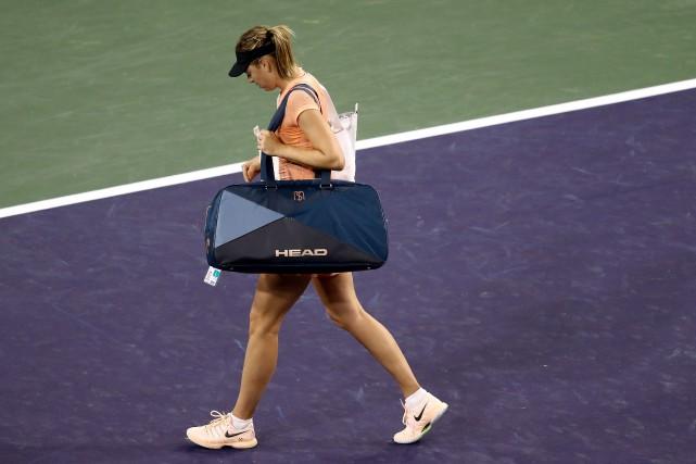 Maria Sharapova quitte le court après avoir été... (Photo Matthew Stockman, AFP)