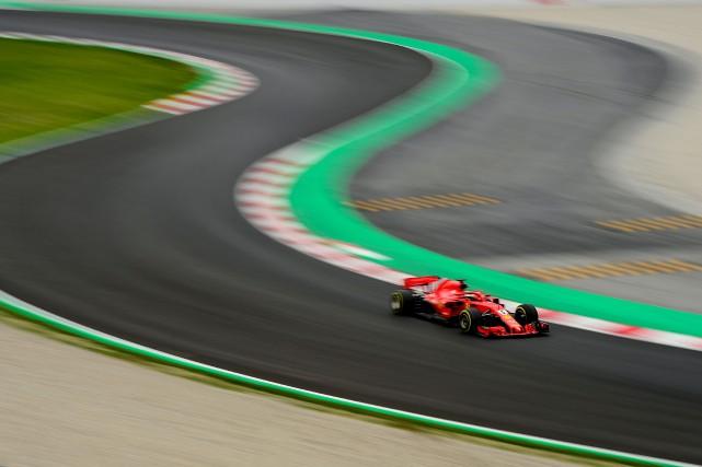 Sebastian Vettel au volant de sa Ferrari... (PHOTO Josep LAGO, AFP)