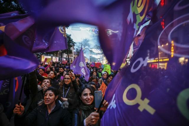 Les organisations de défense des droits des femmes... (PHOTO AP)