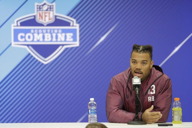 Derrius Guice a dû répondre à des questions... (Photo Darron Cummings, AP)