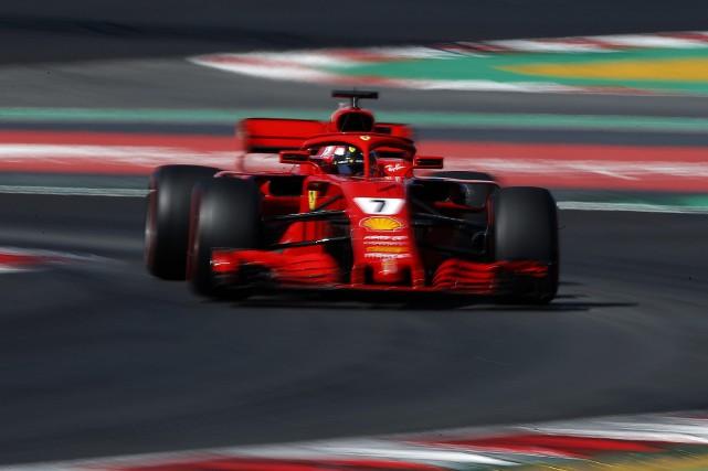 Kimi Raikkonen au volant de sa Ferrari... (PHOTO Manu Fernandez, AP)