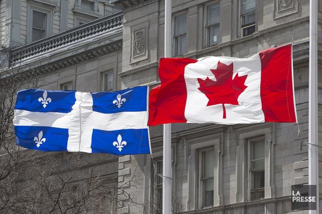 Sur cette photo, les drapeaux du Québec et... (ROBERT SKINNER, ARCHIVES LA PRESSE)