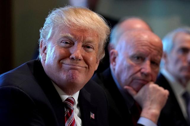 Le président Donald Trump durant une réunion sur... (photo REUTERS)