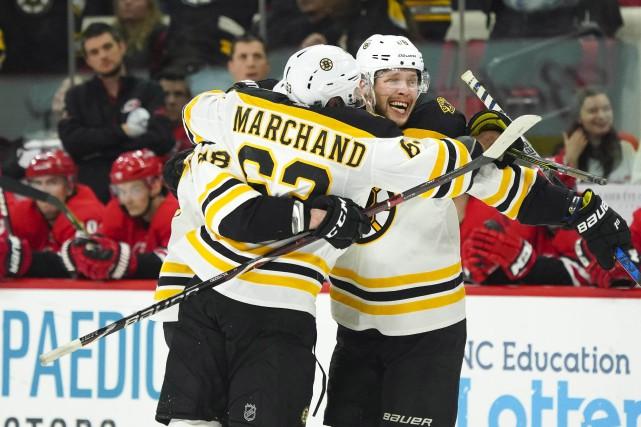 David Pastrnak a inscrit trois des cinq buts des Bruins de Boston dans les 10... (PHOTO REUTERS)